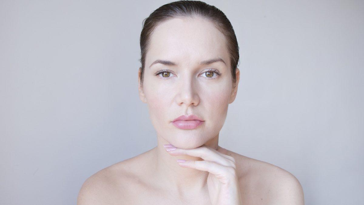 Asymetria twarzy - niesymetryczne brwi